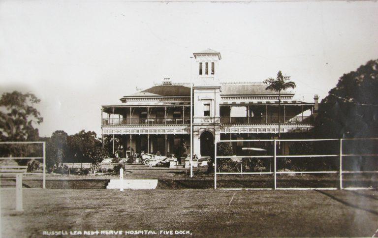 Russell Lea Manor